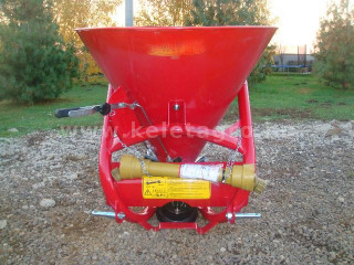 Compost Spreader (300L) with cardan shaft (1)