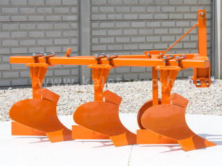 Plow with 3 heads, for 24-30HP Japanese compact tractors, Komondor SE-3 (1)