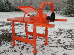 Wood screw splitter for Japanese compact tractors, Komondor RH-400 - Implements - Wood Disintegrators