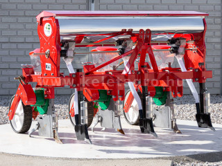 Corn seeder (3 rows) with plastic seeder tank, for Japanese compact tractors (1)