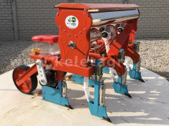 Corn seeder (3 rows) with plastic seeder tank, for Japanese compact tractors - Implements - Planters